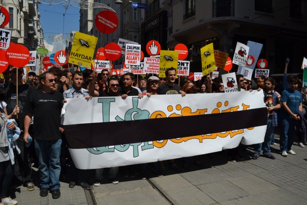 Eksi Sozluk users protest against censorship