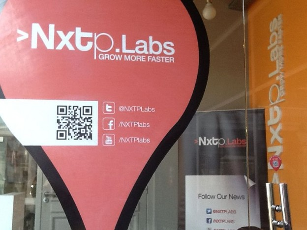 Photo of the entrance to Nxtplabs headquarters in Argentina. By Borocoteau and used here with Creative Commons license.