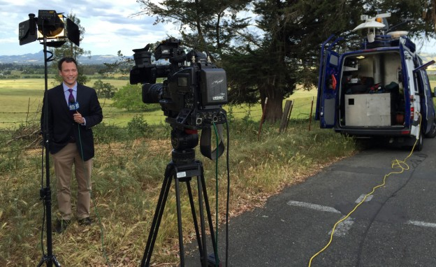 Syracuse University broadcast journalism assistant professor Simon Perez reporting for KPIX TV in San Francisco in May 2015. Photo by Simon Perez.