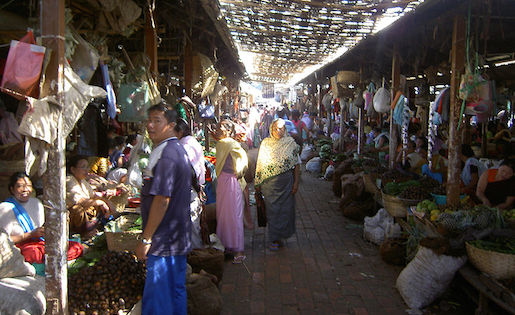 A market in Imphal, Manipur's capital. The Indian government blocked Internet access and text messaging services in some parts of the northeastern state following violent protests that resulted in eight deaths. Image courtesy of Wikimedia Commons and reused here with Creative Commons license.