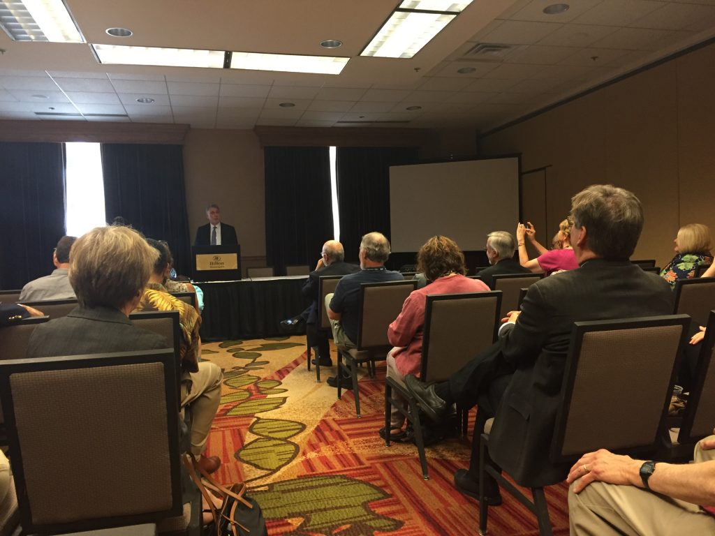 Marty Baron addresses journalism educators. Photo by Aaron Chimbel.