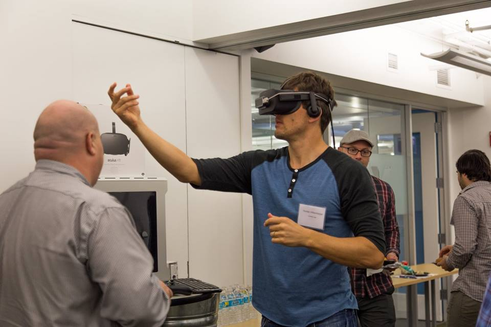 Participants at Collab/Space Chicago 2016 had the opportunity to use VR equipment. Photo by Mel Brunelle.