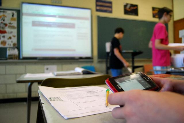 http://www.pbs.org/mediashift/textinginschool_flickr_cc_mrgranito