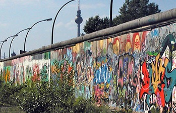 http://www.pbs.org/mediashift/BerlinWall2