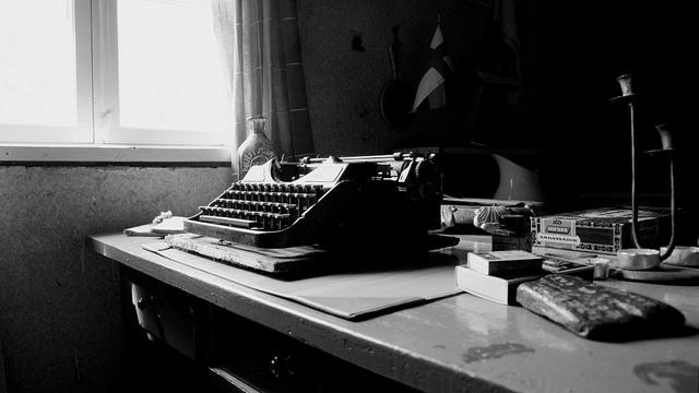 http://www.pbs.org/mediashift/writersdesk_by_PastSide_flickrcc