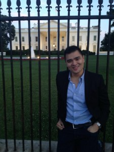Vargas in front of the White House