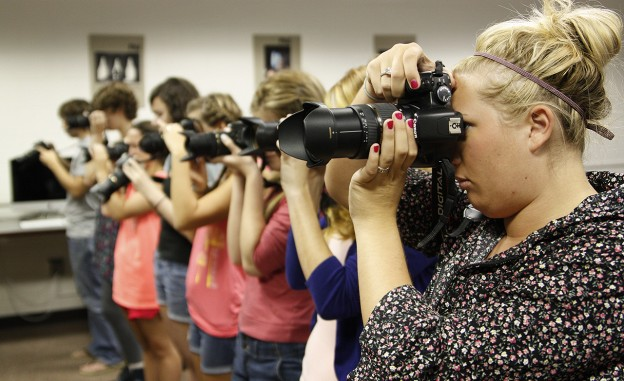 University of Georgia Visual Journalism students practice with their cameras. (Photo/Mark E. Johnson)