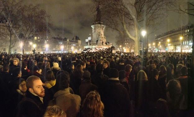 """""""Place de la République, 18h50, une foule silencieuse"""" by JeSuisGodefroyTroude—Own work. Licensed under CC BY-SA 4.0 via Wikimedia Commons."""