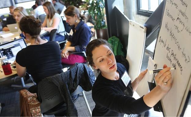 "Catherine Nikolovski of Hack Oregon gathers ideas for Portland's ""Storytelling with Data Build-a-thon"""