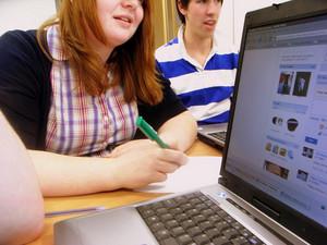 i-1d6aa9389ffe28e04bcd0577dfdc2053-facebook_classroom_flickrcc_annabriggs-thumb-300x225-3817.jpg