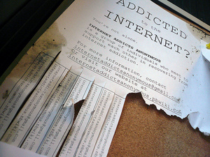 i-79f0422149b94d5161ec707af4275a9d-internetaddiction_by Michael_Mandiberg_flickrcc-thumb-300x225-4852.jpg