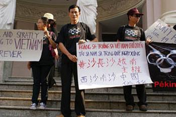 http://www.pbs.org/mediashift/vietnamprotest