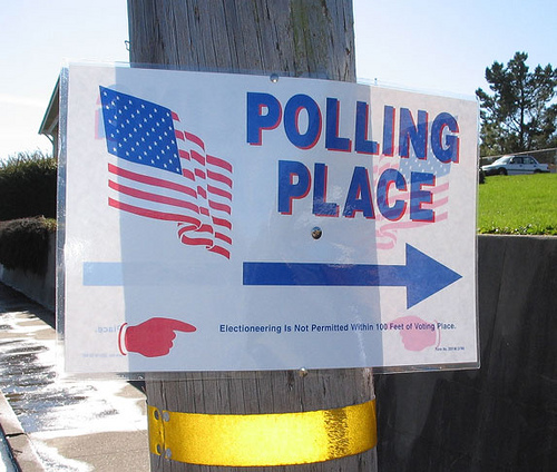 http://www.pbs.org/mediashift/polling_place_bymomboleum_flickrcc