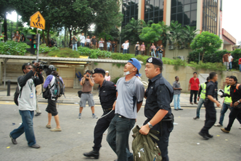 i-e93aa7633f553df96feee6a026875500-malaysiaprotest-1-sroughneen.jpg